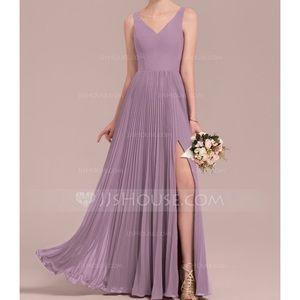 Dresses & Skirts - BEAUTIFUL purple vneck a line dress